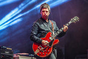 Tolle Fotos von Noel Gallagher live beim A Summer's Tale 2016