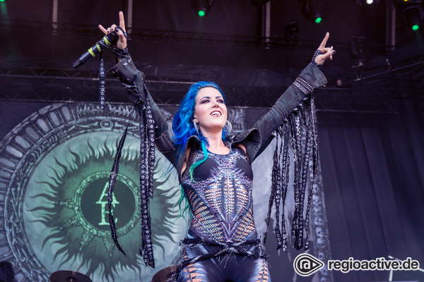 Faszinierend - Rockige Fotos von Arch Enemy live beim Summer Breeze 2016